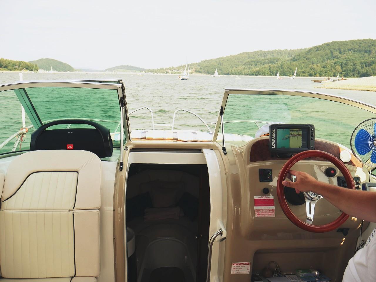 e-jacht.pl- czarter jachtu ze sternikiem